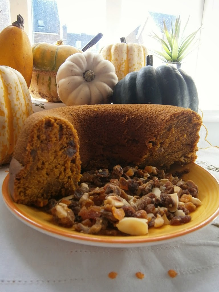 {Seasonal Baking} Spiced Pumpkin Cake